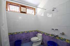 Deluxe Room Bathroom 2_tn