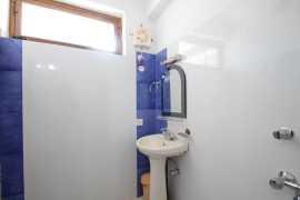 Super Deluxe Bathroom 2_tn