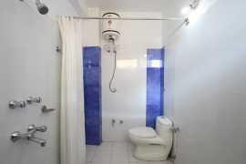 Super Deluxe Bathroom_tn
